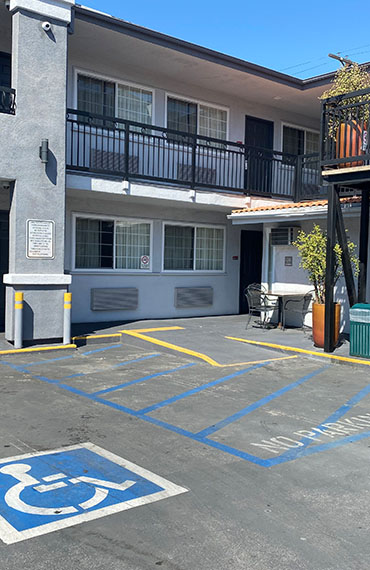 OUR HOTEL OFFERS AFFORDABLE ACCOMMODATIONS IN A GREAT LOS ANGELES LOCATION